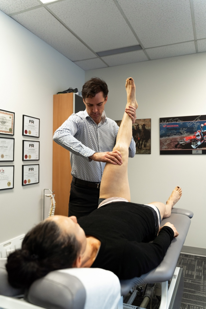 Dr. Macdonald leg therapy at Elite Sports